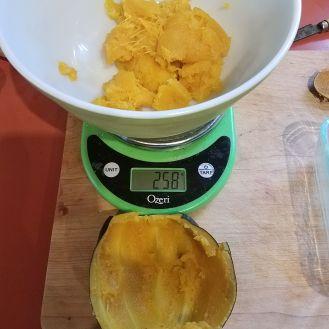 medium squash = 258 grams. Marie squash = 500 grams.